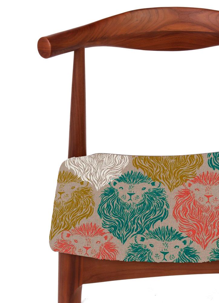 Silla de oficina tapizada con tela de leones