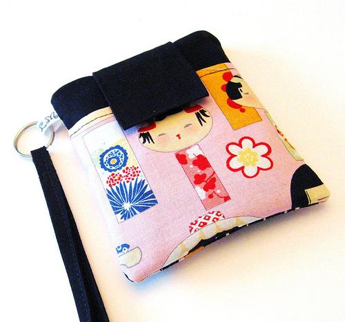 Porta movil con tela japoneses rosa