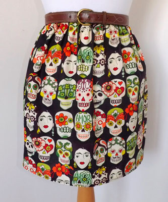 Falda con telas de calaveras Frida