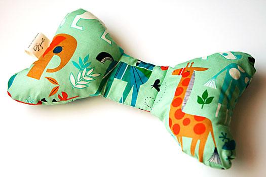 Almohada con tela de zoo bisou