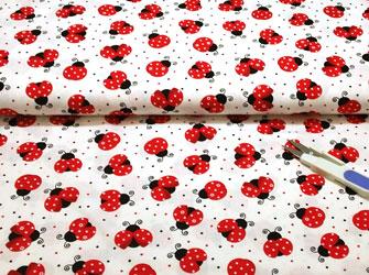 Tela ladybugs con mariquitas y topos