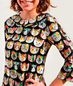 Vestido con tela de gatitos