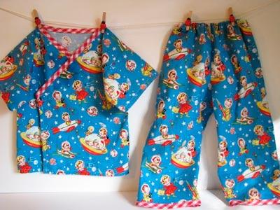 Pijama confeccionado con tela Retro Rockets