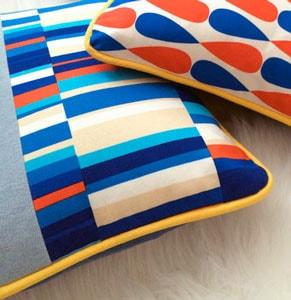 Almohadas con estampado geo pop azul