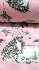 Detalle tela unicornios de cerca