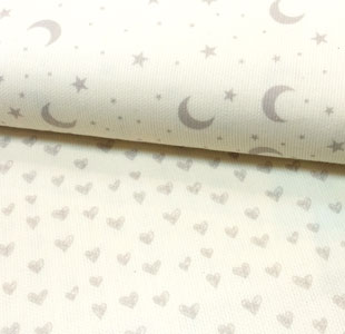Detalle pique lunas y corazones fondo blanco