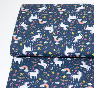 Tela infantil con dibujos de unicornios y arcoiris