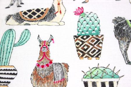Detalle tela patchwork lovely llamas