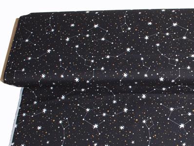 Tela con dibujos de estrellas y constelaciones sobre fondo negro