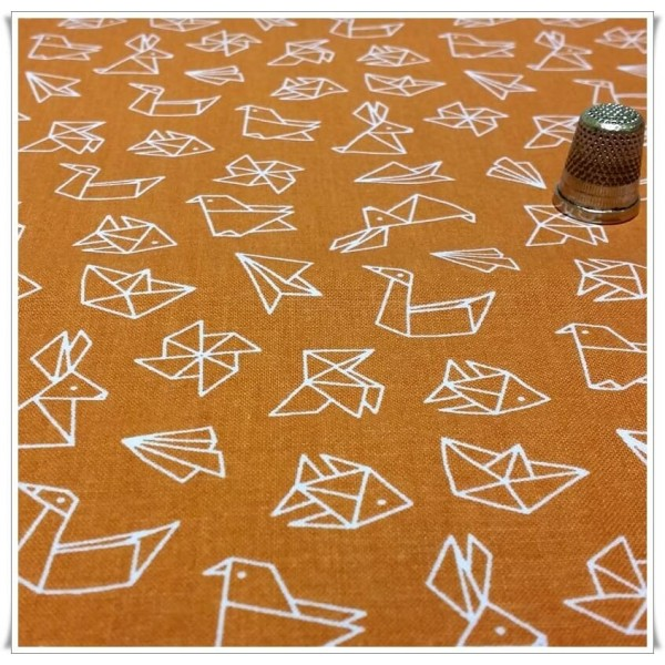 https://www.costurika.es/973-thickbox_default/tela-figuras-papel-naranja.jpg