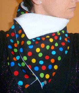 Protege cuello con tela lunares
