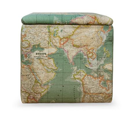 Puff tapizado con tela mapa mundi